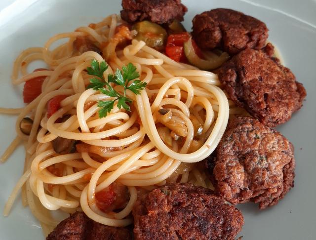 Spaghetti aux boulettes de haricots rouges - Cécile Michaud